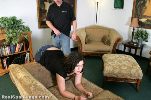 dad spanks daughter